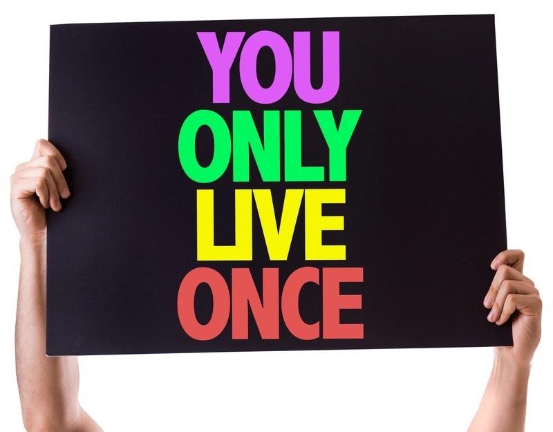 Je leeft maar één keer ! Leen dat geld. Doe het.